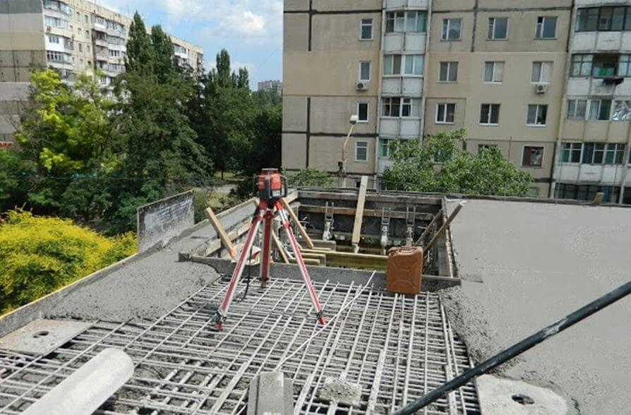 Двухэтажный ТРЦ на проспекте Добровольского